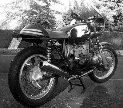 C'est ici qu'on met les bien molles....BMW Café Racer - Page 2 Manu-b10