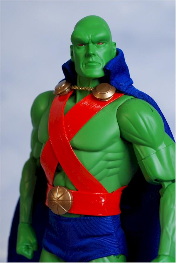 DC DIRECT: GREEN ARROW, FLASH, MANHUNTER, SHAZAM!, AQUAMAN  Manhun11