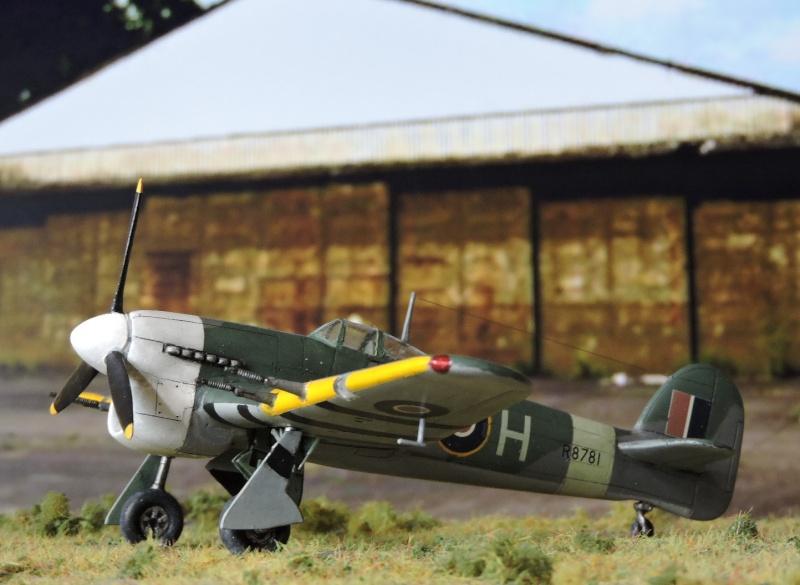 Un Hawker Typhoon au nez blanc... Typhon49