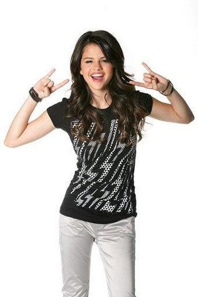 Make the best outfit of your fav celeb- Winners Announced! - Page 2 Selena10