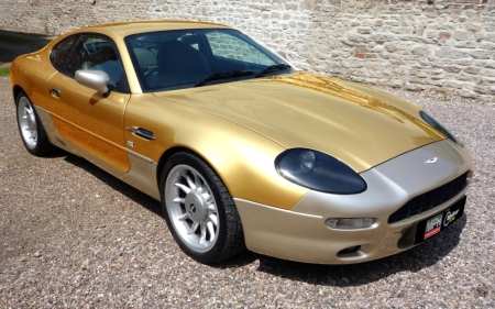 Aston Martin Astonm10