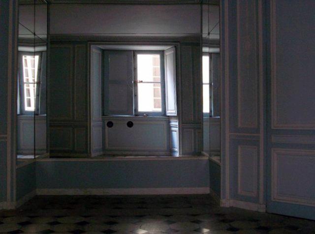L'hygiène et la toilette au temps de Marie-Antoinette - Page 2 Salle_10