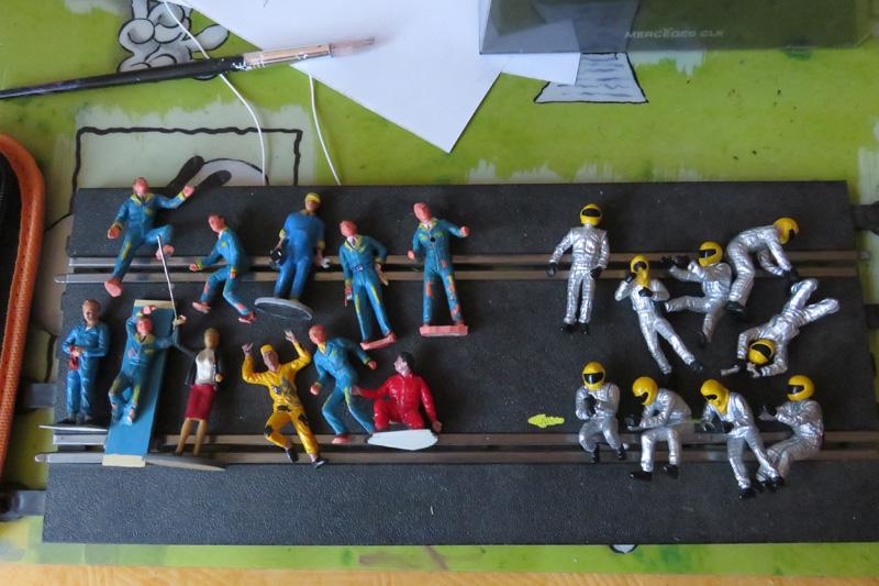cherche figurines 1/32 de stands ...trouvé Person10