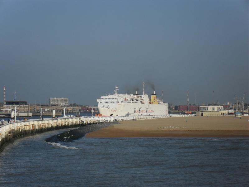 Activité maritime à Ostende Sdc10217