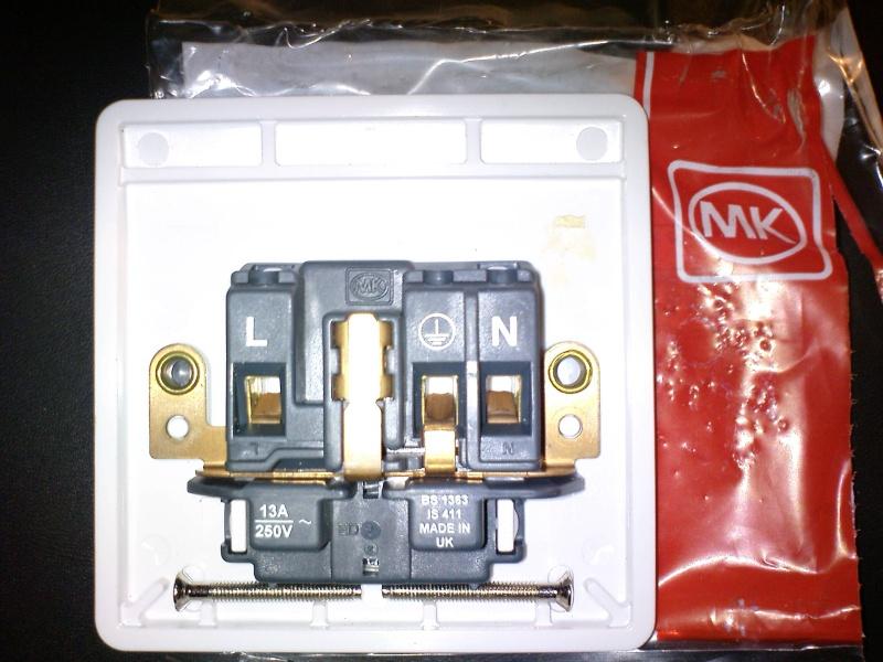 MK K780 13A wall sockets (New) Dsc00114