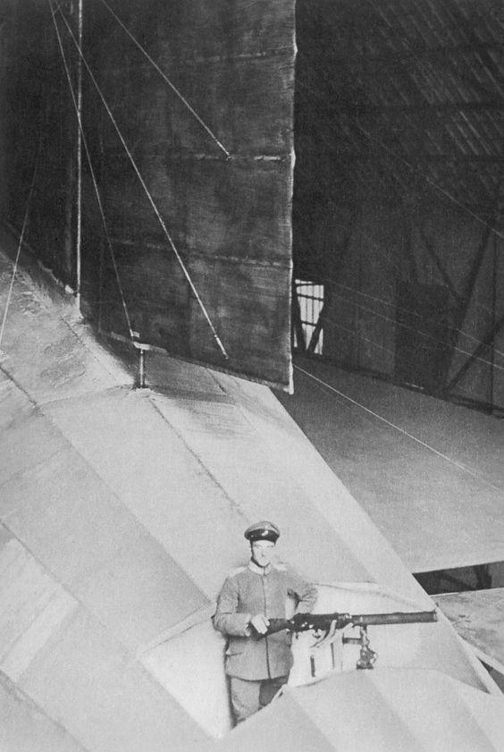 Mitrailleurs sur un Zeppelin. 0200f710