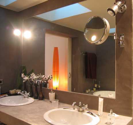 une belle petite salle de bain Img_4110