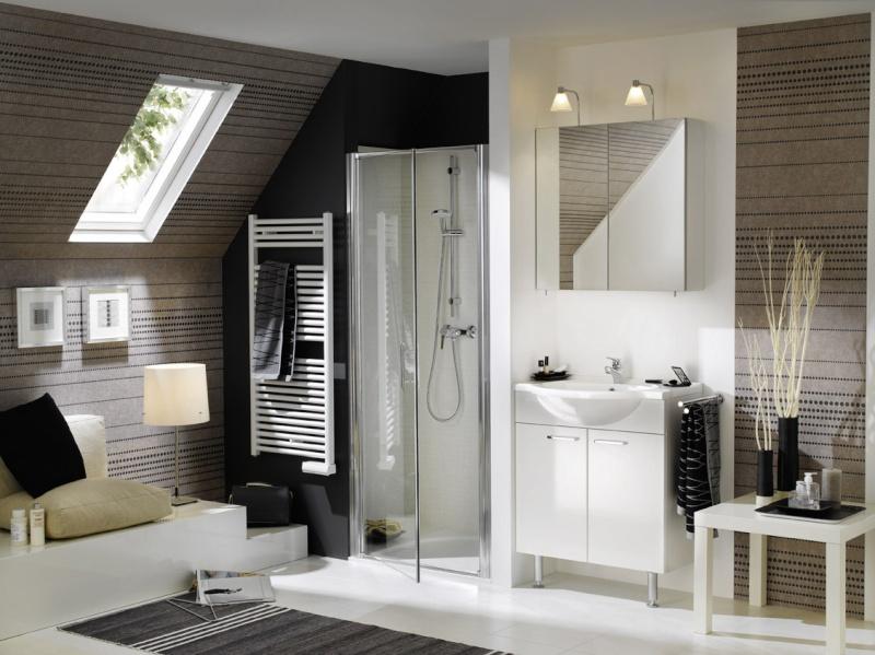 La salle de bains familiale pas grande id es couleur pour mur rampant - Lambris pour salle de bain ...
