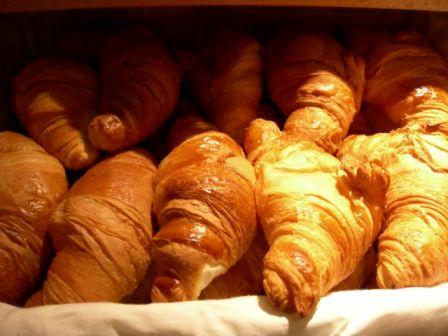 Café et croissants.... Croiss11