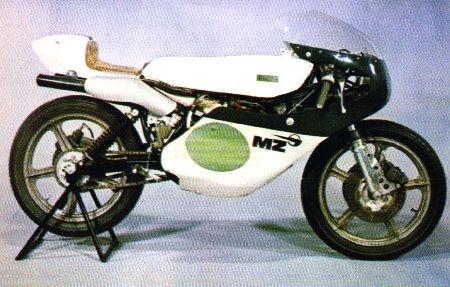 Modèles spéciaux, prototypes et motos de courses 1975-m10