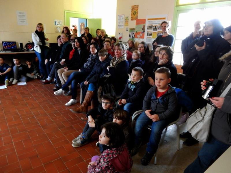 Poésie des enfants en cours de l'exposition à Le Guyader Dscn2318