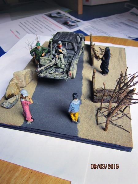 Pick up w/ZPU-1 + figurines [1/35° de MENG] Img_4122