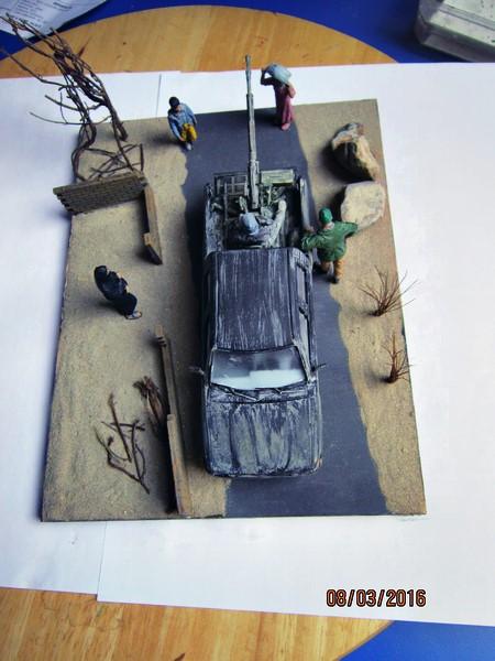 Pick up w/ZPU-1 + figurines [1/35° de MENG] Img_4123