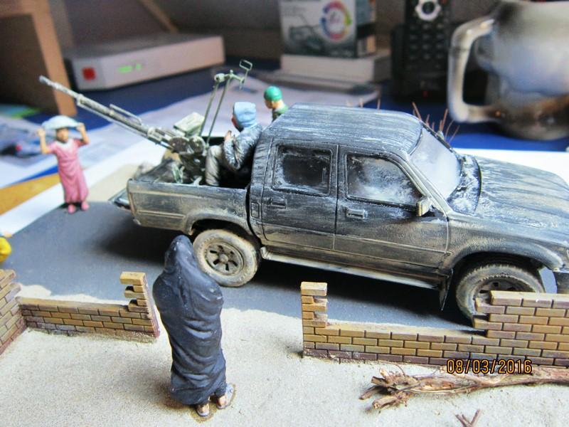 Pick up w/ZPU-1 + figurines [1/35° de MENG] Img_4125