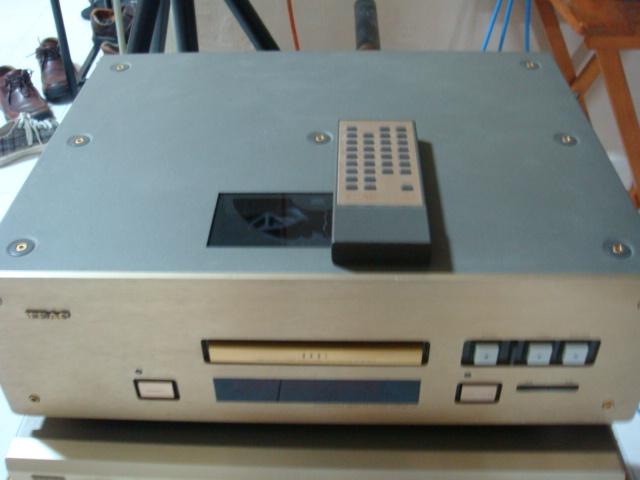 TEAC VRDS-10 CD player (Used) SOLD Teac1010