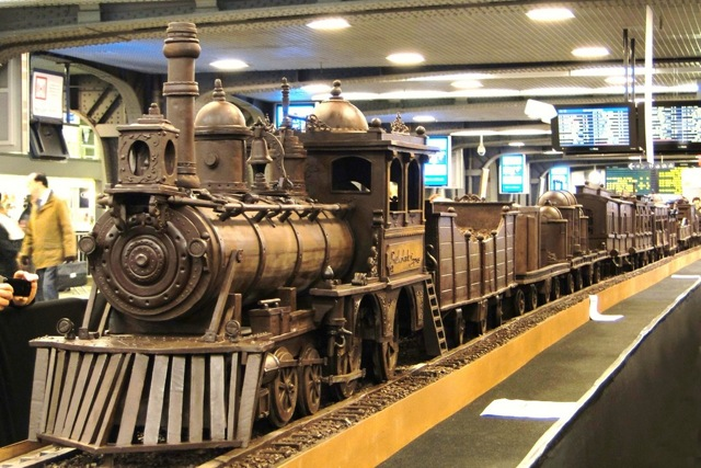 A train made entirely of chocolate Att00010