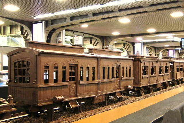 A train made entirely of chocolate Att00013