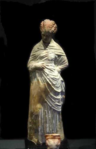 Tanagra (statuettes) Img_4213