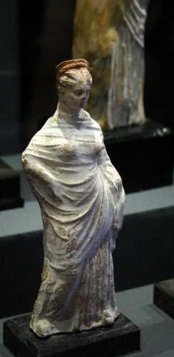Tanagra (statuettes) Img_4214