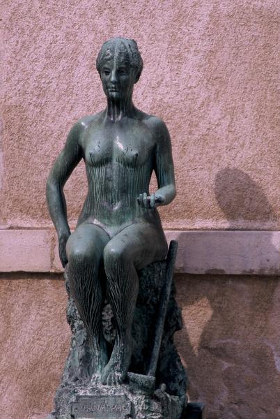 Tanagra (statuettes) La-tan11