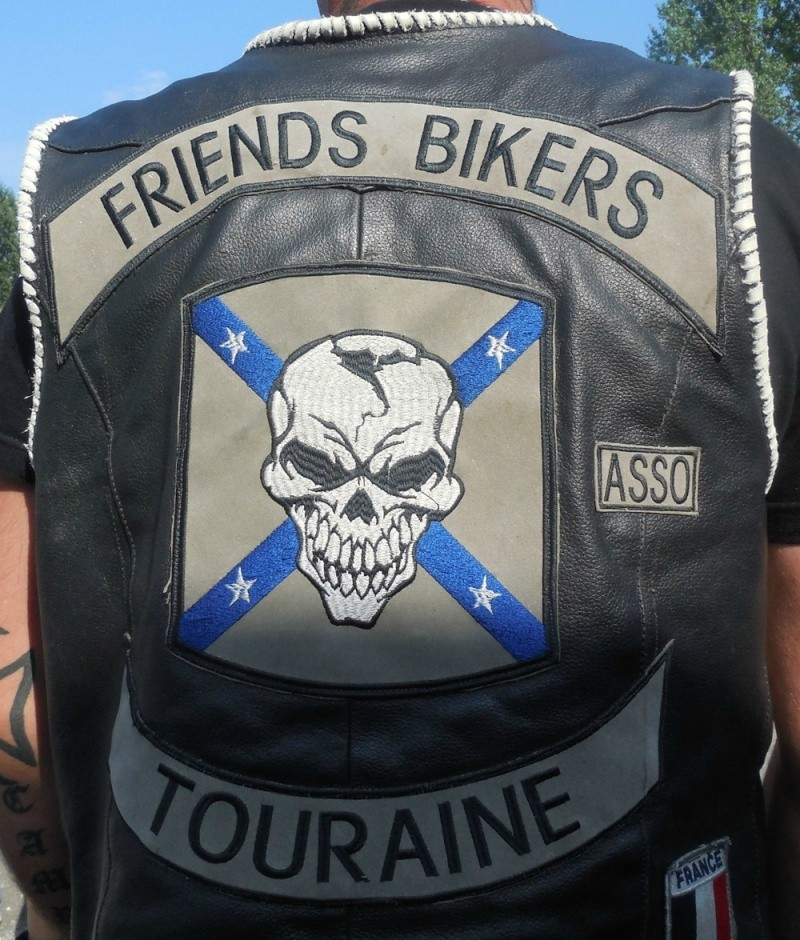 Couleurs des differents clubs de bikers - Page 6 89497310