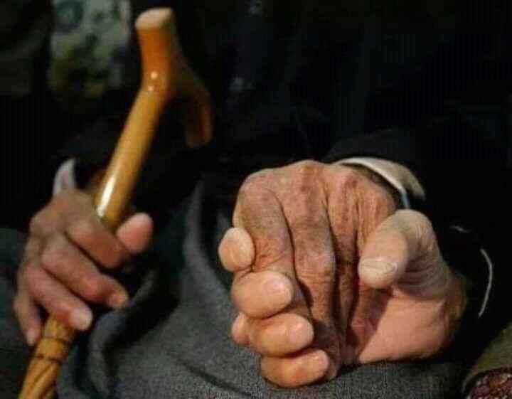 جميلة هي اليد التي تمسك بيدك دوماً دون مقابل Img_2143