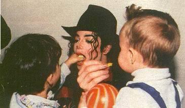 Immagini Michael Jackson che mangia e beve. - Pagina 3 33264710