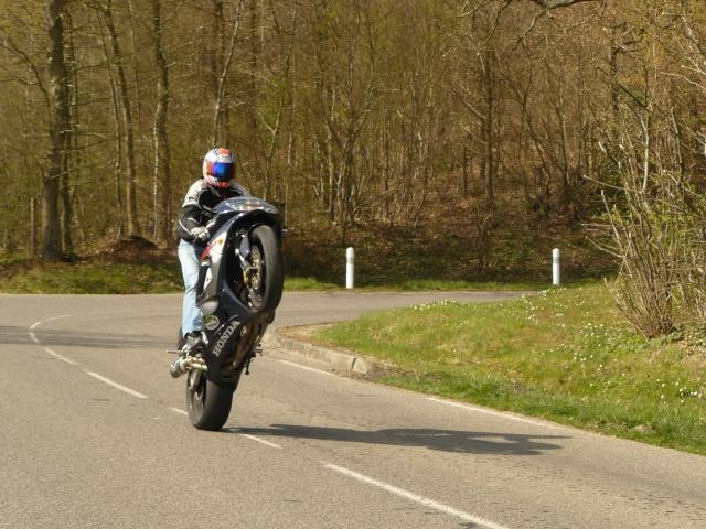 photo de ma moto et moi P1040713