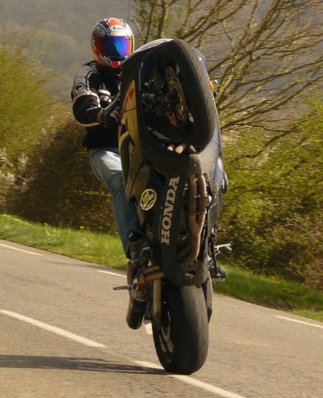photo de ma moto et moi P1040714