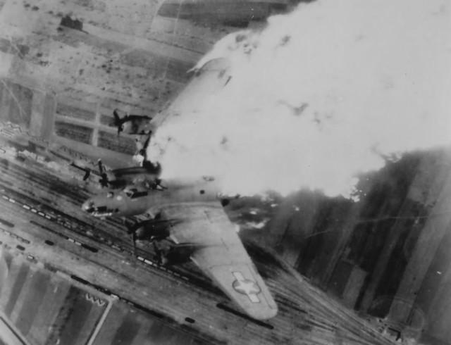 Avions insolites - Page 4 B-17_f10