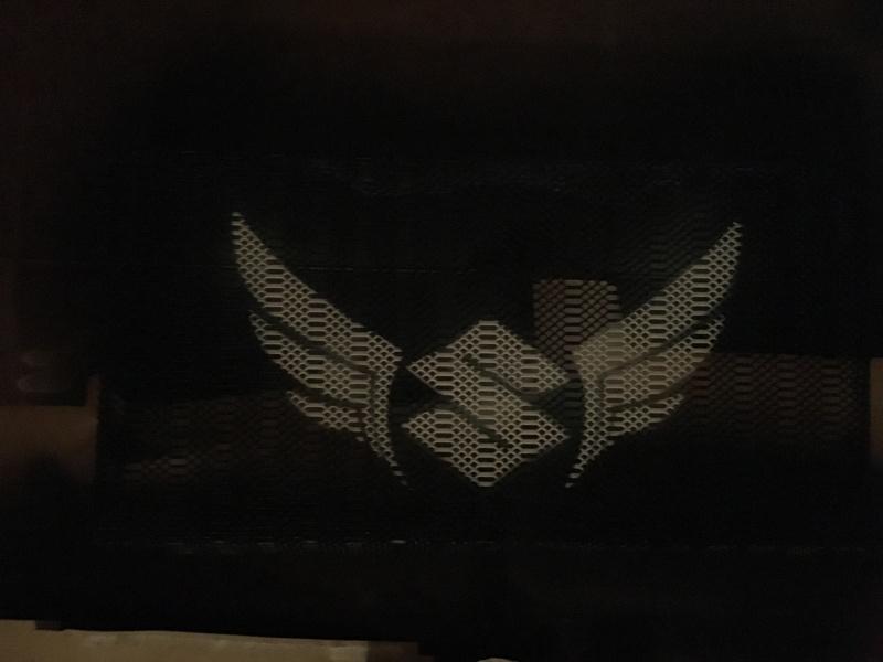 Cherche photo gsr 750 noire avec jantes blanches Image10