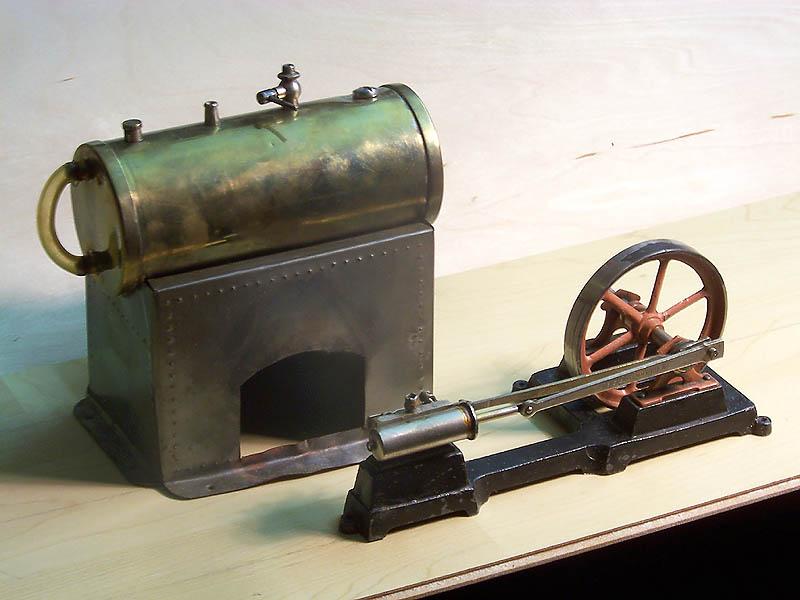 Alte Modell-Dampfmaschine Dampfm13