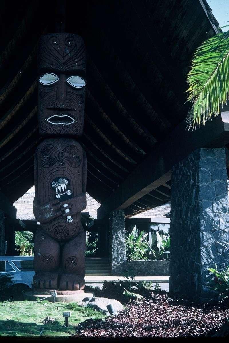 [Campagnes C.E.P.] L'ADIEU A PAPEETE - Page 3 Tahiti10