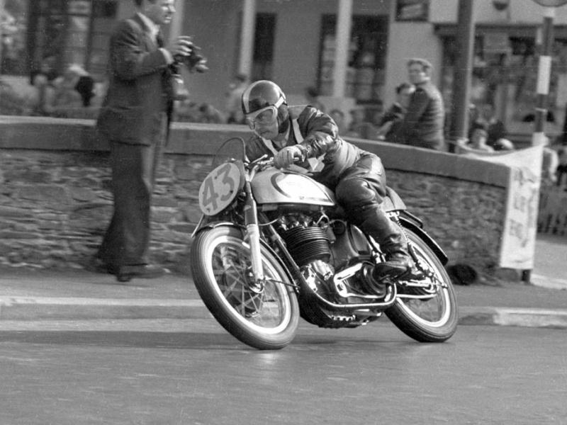 Norton mono de courses.... 1953_p10