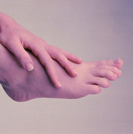 طرق سهله للقضاء على تشقق قدميكِ  Foot1910