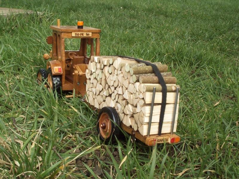Tracteur agricole.  Tracte16