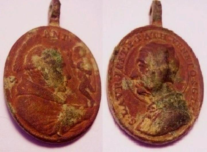 Médaille Avers : Saint Antoine de Padoue Revers : Saint Laurent Justinien Red_me10