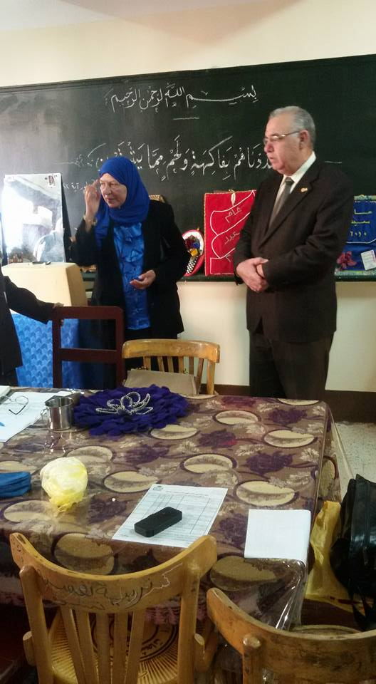بالصور: وكيل وزارة التربية والتعليم بالوادي الجديد دكتور غازى البنوانى فى أول زيارة لمدرسة نجيب محفوظ الثانوية بنات 715