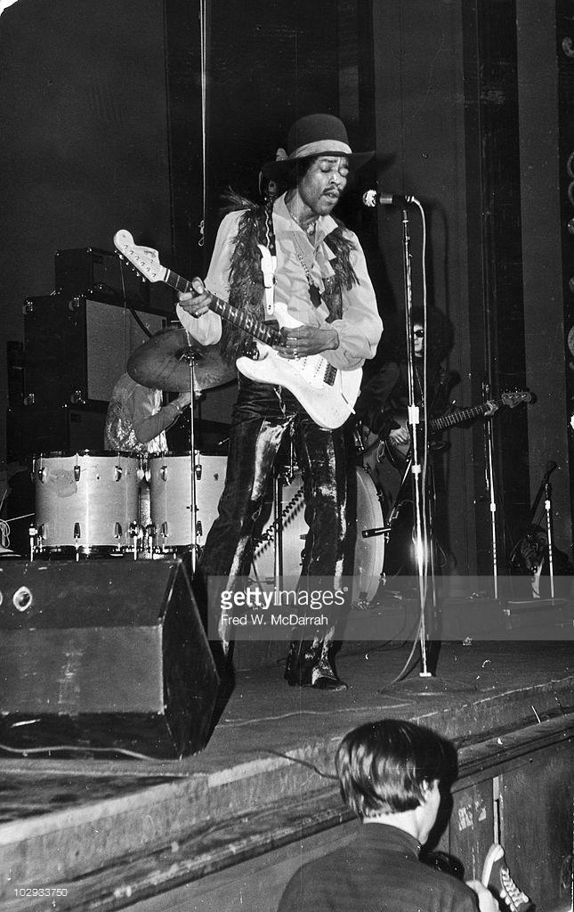 New-York (Fillmore East) : 10 mai 1968 [Premier concert] Jimi_f10