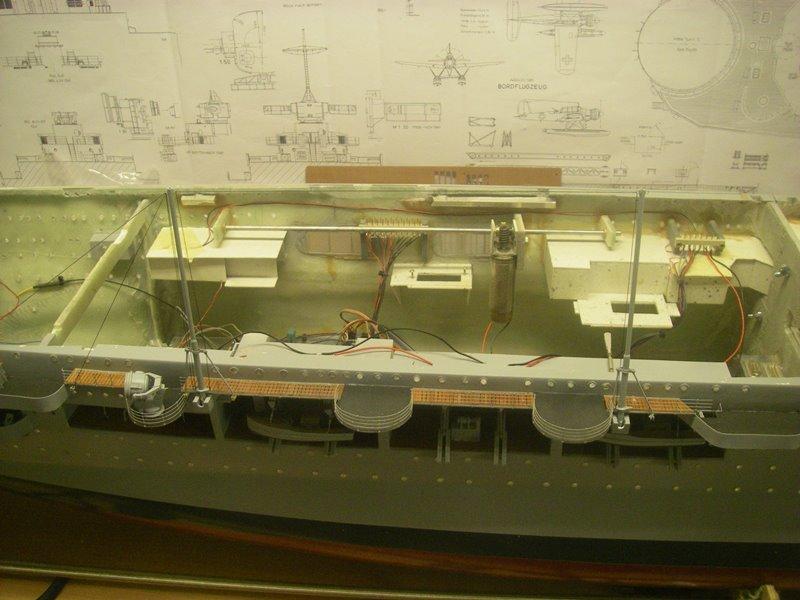 Flugzeugträger Graf Zeppelin 1:100 - Seite 33 Imgp8026