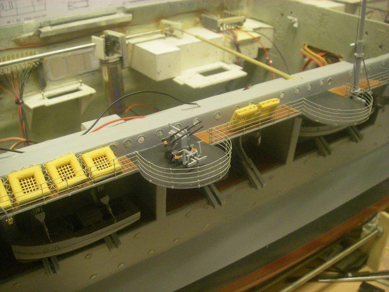 Flugzeugträger Graf Zeppelin 1:100 - Seite 33 Imgp8038