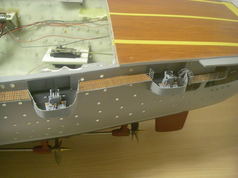 Flugzeugträger Graf Zeppelin 1:100 - Seite 33 Imgp8039