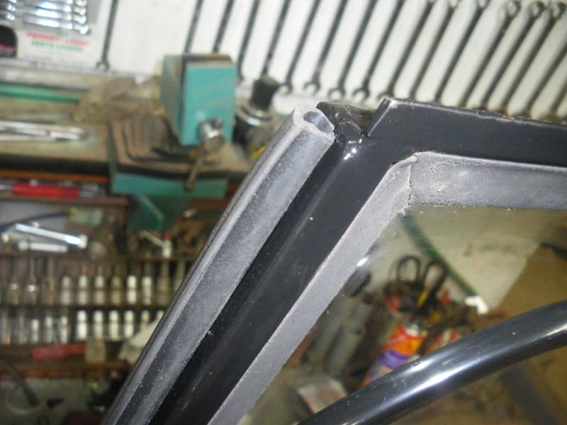 joints caoutchouc de portes torpédo et de cadre de vitre unimog 421 Imgp0448