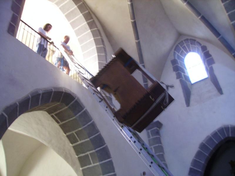 Harmonium d'église installé à la tribune Imgp0310