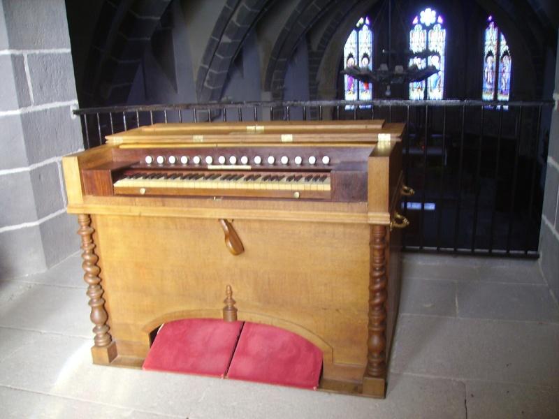 Harmonium d'église installé à la tribune Nicola10