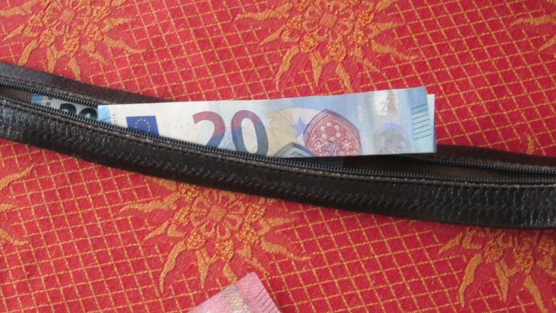 Ceinture avec cache pour billets de banque  Ceintu12