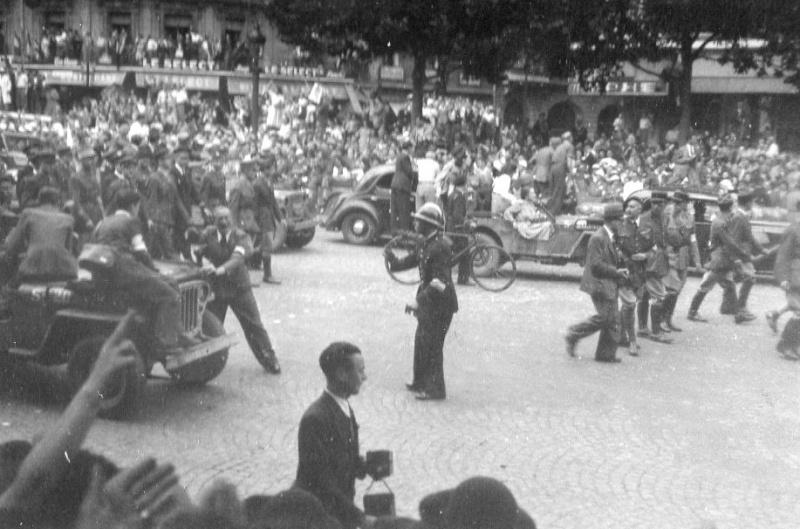 lot photos liberation paris datée 26 aout  et 29 sept 1944 Photo_27