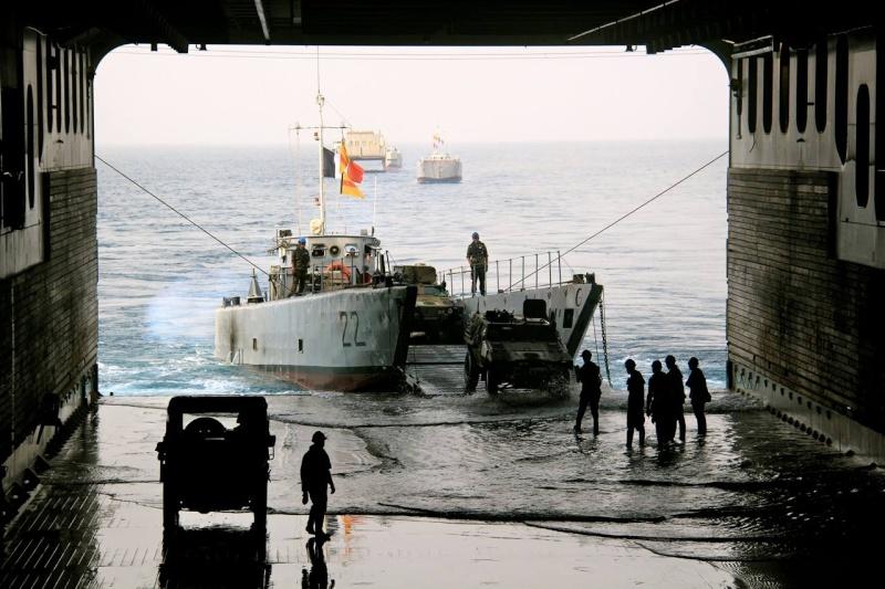 Les actualités de la Marine Française - Page 36 836