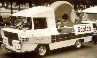 2015 > NOUVEAU > Hachette Collections + AUTO PLUS > La fabuleuse histoire des véhicules publicitaires - Page 3 Scoth_10