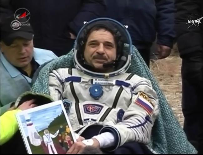Lancement et retour sur terre de Soyouz TMA-18M  - Page 10 2016-018